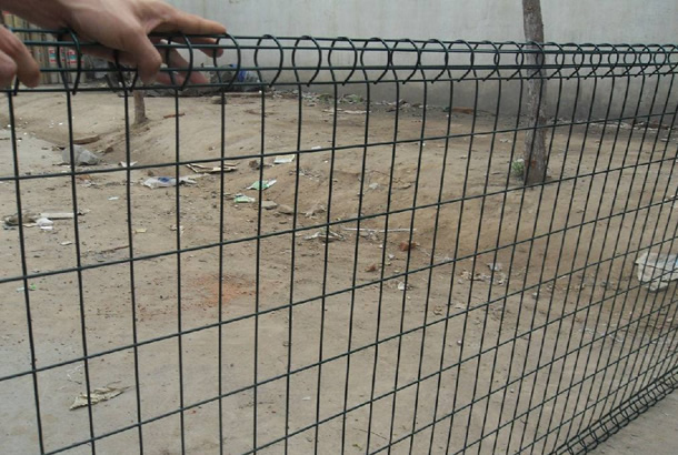 Loop Wire Mesh Fence of beautiful appearance, diverse colors